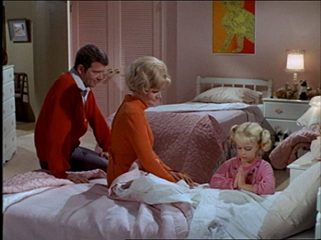 Florence Henderson, Susan Olsen, and Robert Reed in The Brady Bunch (1969)
