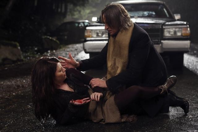 Robert Carlyle and Emilie de Ravin in Once Upon a Time (2011)