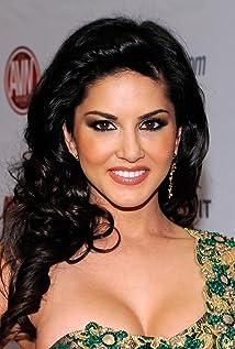 Aktori Sunny Leone