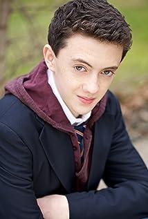 Aktori Blake Mizrahi