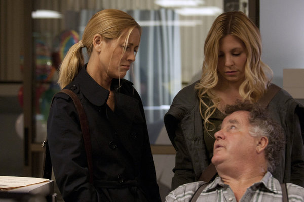 Maria Bello, Peter Gerety, and Sarah Lafleur in Prime Suspect (2011)