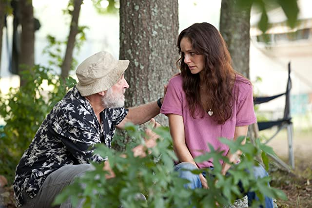 Jeffrey DeMunn and Sarah Wayne Callies in The Walking Dead (2010)