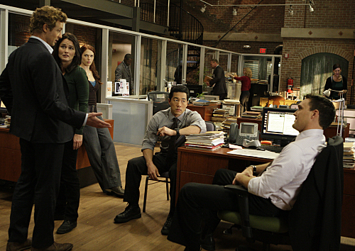 Robin Tunney, Simon Baker, Tim Kang, Amanda Righetti, and Owain Yeoman in The Mentalist (2008)