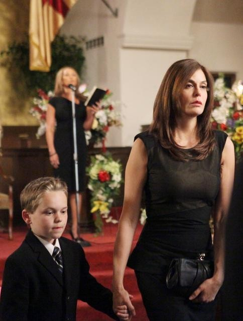 Teri Hatcher, Vanessa Williams, and Mason Vale Cotton in Desperate Housewives (2004)