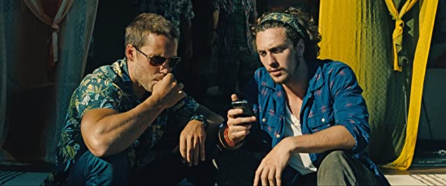 Aaron Taylor-Johnson and Taylor Kitsch in Savages (2012)