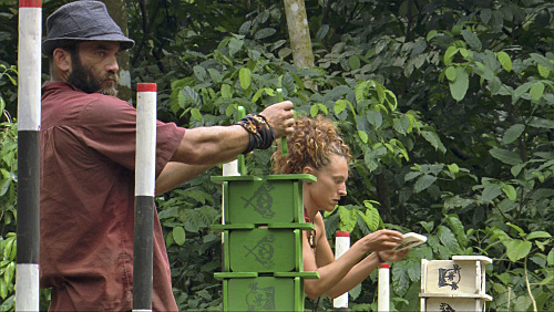Jerri Manthey and Russell Hantz in Survivor (2000)