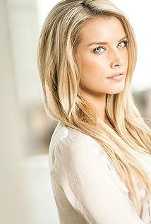 Aktori Emily Maddison