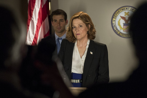 Sigourney Weaver and James Wolk in Political Animals: Pilot (2012)
