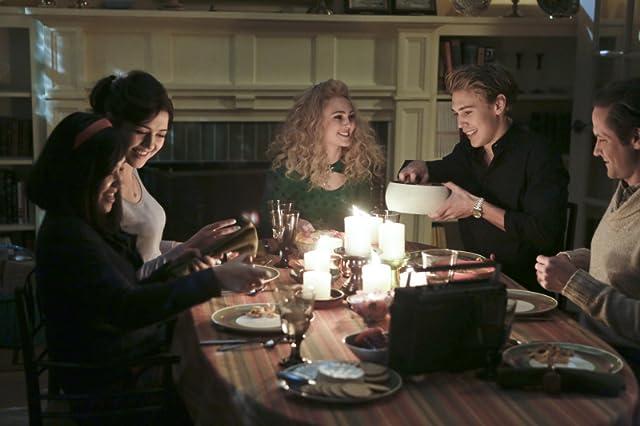 Matt Letscher, AnnaSophia Robb, Austin Butler, and Ellen Wong in The Carrie Diaries (2013)
