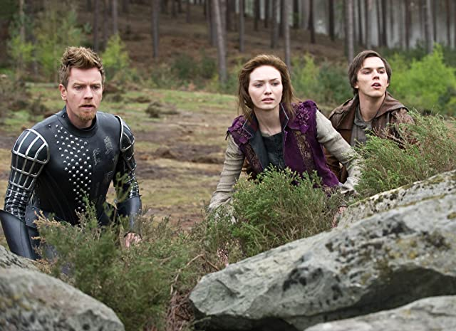 Ewan McGregor, Nicholas Hoult, and Eleanor Tomlinson in Jack the Giant Slayer (2013)