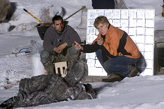 Robert Redford and Michael Peña in Lions for Lambs (2007)