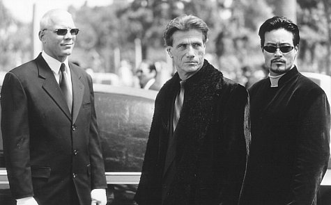 Jürgen Prochnow, Patrick Kilpatrick, and Leo Lee in The Replacement Killers (1998)