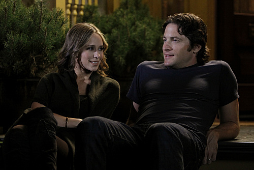 Jennifer Love Hewitt and David Conrad in Ghost Whisperer (2005)