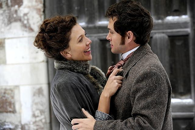 Hugh Dancy and Maggie Gyllenhaal in Hysteria (2011)