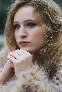 Christa Théret Picture