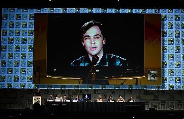 Mayim Bialik, Kaley Cuoco, Simon Helberg, Chuck Lorre, Steven Molaro, Bill Prady, Jim Parsons, Melissa Rauch, and Kunal Nayyar at The Big Bang Theory (2007)