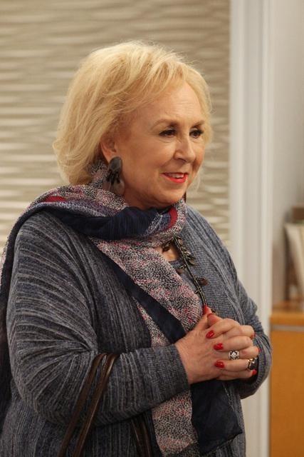 Doris Roberts in Desperate Housewives (2004)