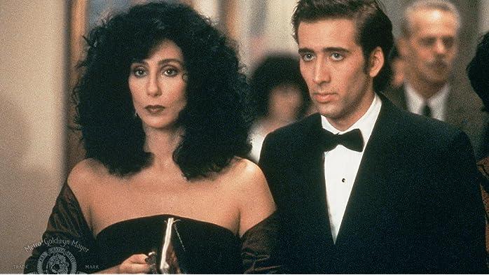 Nicolas Cage and Cher in Éclair de lune (1987)