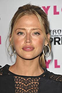 Aktori Estella Warren