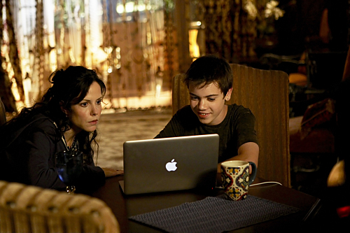 Mary-Louise Parker and Alexander Gould in Weeds (2005)