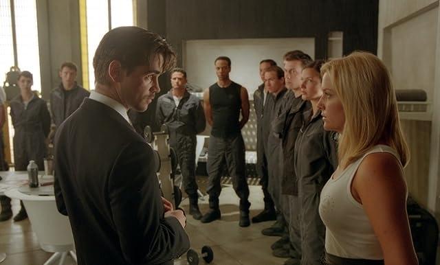 Jessica Capshaw and Colin Farrell in Minority Report (2002)
