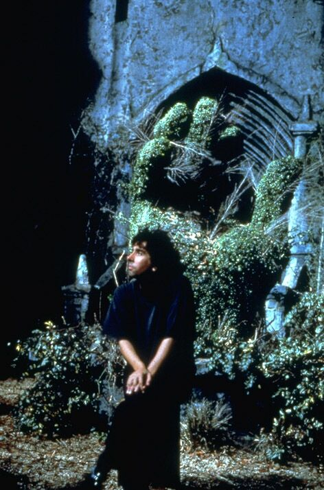 Director Tim Burton on the set
