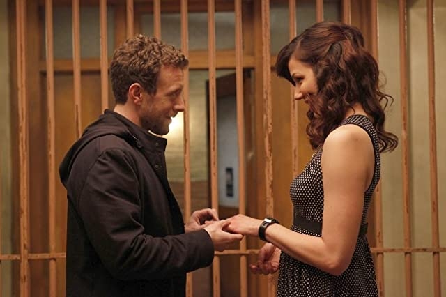 Michaela Conlin and T.J. Thyne in Bones (2005)