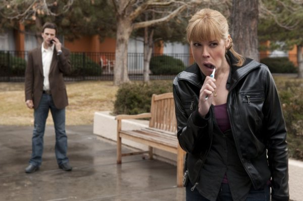 Mary McCormack and Frederick Weller in In Plain Sight (2008)