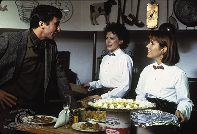 Carrie Fisher, Sam Waterston, and Dianne Wiest in Hannah and Her Sisters (1986)
