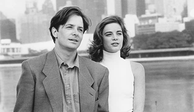Michael J. Fox and Gabrielle Anwar in For Love or Money (1993)