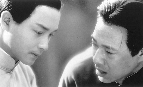 Leslie Cheung and Fengyi Zhang in Farewell My Concubine (1993)
