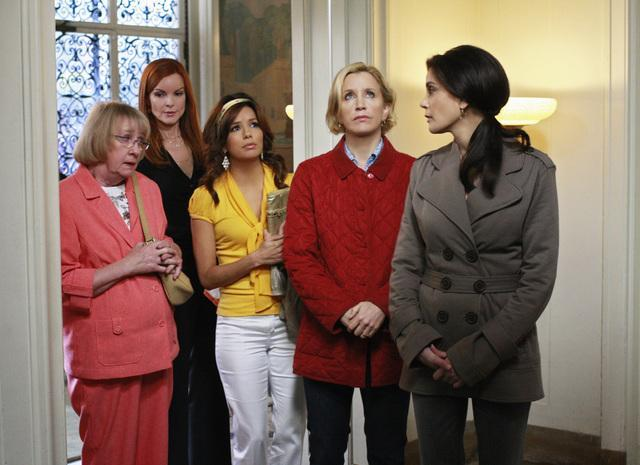 Teri Hatcher, Felicity Huffman, Marcia Cross, Kathryn Joosten, and Eva Longoria in Desperate Housewives (2004)