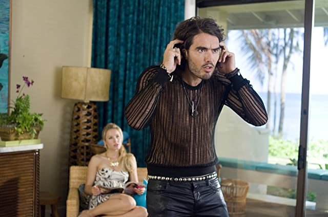 Kristen Bell and Russell Brand in Forgetting Sarah Marshall (2008)