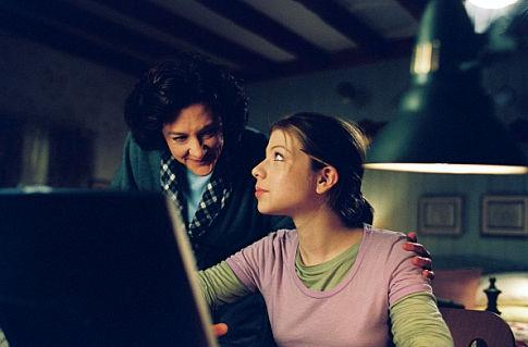 L-R: Joan (Joan Cusack), Casey (Michelle Trachtenberg).