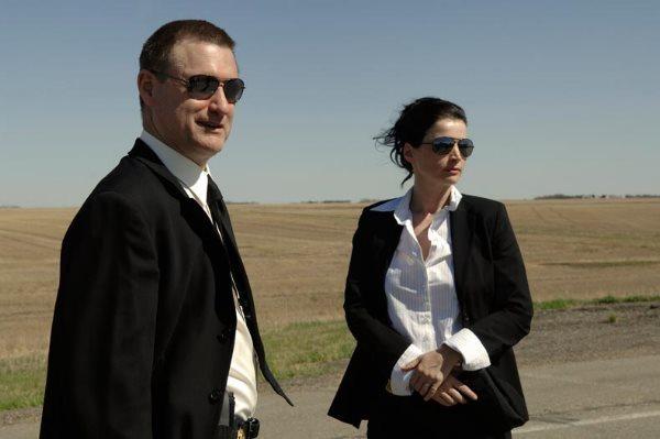 Julia Ormond and Bill Pullman in Surveillance (2008)