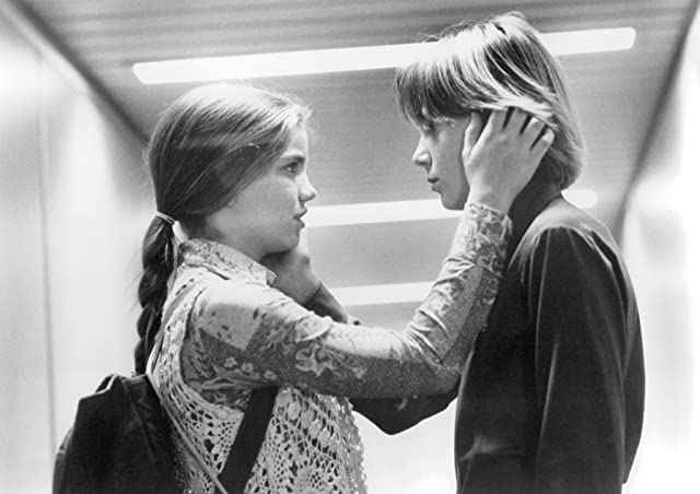 Anna Chlumsky and Austin O'Brien in My Girl 2 (1994)