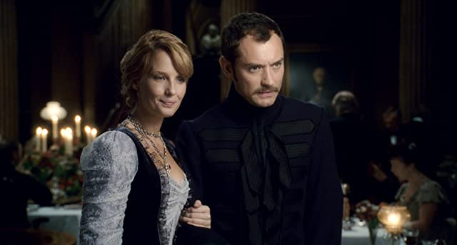 Jude Law and Kelly Reilly in Sherlock Holmes (2009)