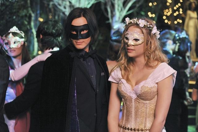 Ashley Benson and Tyler Blackburn in Pretty Little Liars (2010)