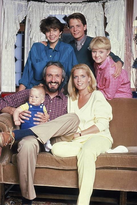 Michael J. Fox, Justine Bateman, Meredith Baxter, Tina Yothers, Brian Bonsall, and Michael Gross in Family Ties (1982)