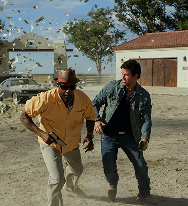 Mark Wahlberg and Denzel Washington in 2 Guns (2013)