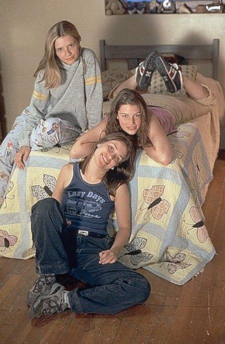 Piper Perabo, Mischa Barton, and Jessica Paré in Lost and Delirious (2001)
