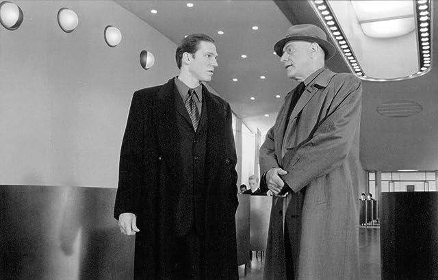 Alan Arkin and Loren Dean in Gattaca (1997)