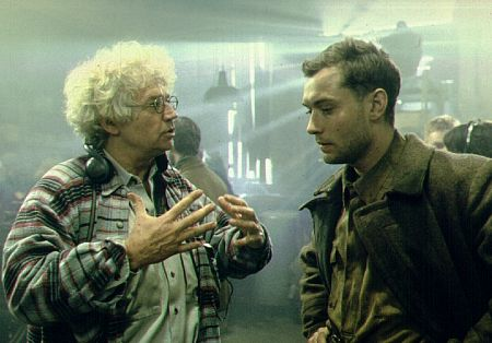 Jude Law and Jean-Jacques Annaud in Enemy at the Gates (2001)