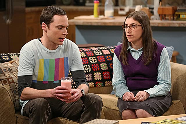 Mayim Bialik and Jim Parsons in The Big Bang Theory (2007)