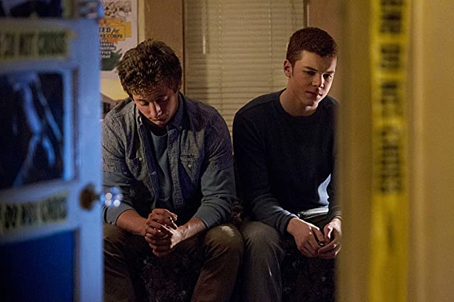 Cameron Monaghan and Jeremy Allen White in Shameless (2011)