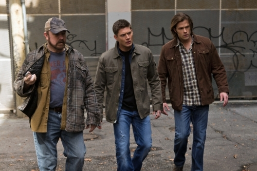 Jensen Ackles, Jim Beaver, and Jared Padalecki in Supernatural (2005)
