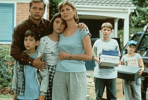 Cristina Barget, Erik Cazals De Fabel, Gregory Diallo, Georges Du Fresne, Michèle Laroque, and Jean-Philippe Écoffey in Ma Vie en Rose (1997)