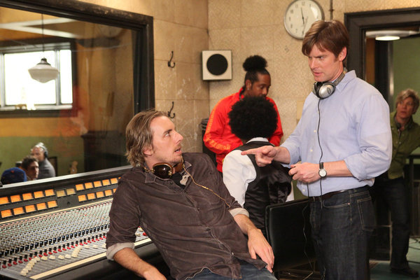 Peter Krause and Dax Shepard in Parenthood (2010)