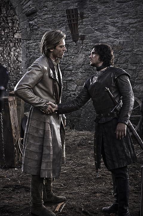 Nikolaj Coster-Waldau and Kit Harington in Game of Thrones (2011)