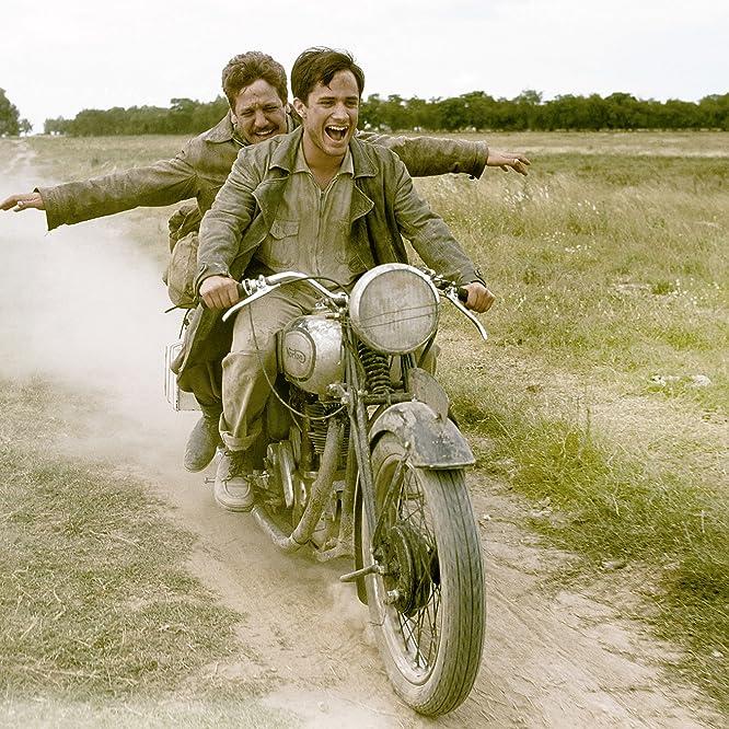 Rodrigo De la Serna and Gael García Bernal in The Motorcycle Diaries (2004)